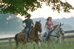 Lucas Till Still of Lucas Till and Miley Cyrus in Hannah Montana - La película Miley Cyrus, Cute Country Boys, Country Life, Hannah Montana Der Film, Funny Movies, Good Movies, Foto Cowgirl, Country Relationships, Relationship Goals