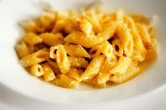 Questa ricetta è una delle pastasciutte preferitedi Emma. INGREDIENTI Noci sgusciate 40 grammi Formaggio spalmabile 80 grammi Pasta corta 300 grammi Sale qb Olio extravergine di oliva qb Parmigian…
