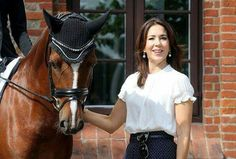 """In the morning of August 19, Crown Princess Mary of Denmark visited Danish Vilhelmsborg National Equestrian Center (Aarhus). She attended the medal ceremony of competitors for the first stages of """"FEI European Championships for Ponies"""" competition held between August 17-21 in Aarhus. In the FEI European Championships for Ponies competition, the competitors struggle in three stages, that is, dressage, show jumping and eventing."""
