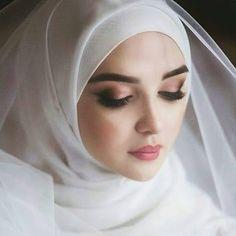 Muslimah Wedding Dress, Muslim Wedding Dresses, Muslim Brides, Muslim Girls, Muslim Women, Islam Muslim, Bridal Hijab, Wedding Hijab, Hijabi Girl