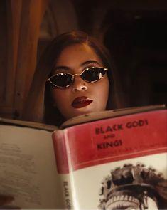 Pretty Black Girls, Black Is Beautiful, Beyonce Beyhive, Vintage Black Glamour, Beyonce Style, Elisabeth Ii, Beyonce Knowles Carter, Mrs Carter, Retro Aesthetic