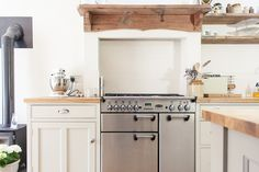 Image By Adam Crohill - A 3 Bed Victorian Terrace Redecoration And Extension Project In Hertfordshire Uk, Featuring Upcycled And Reclaimed Details. Updated Kitchen, New Kitchen, Vintage Kitchen, Kitchen Ideas, Cottage Kitchens, Home Kitchens, Dream Kitchens, Shaker Kitchen, Kitchen Layout