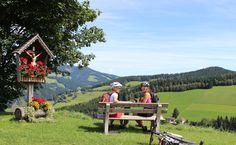 Pause mit Ausblick nach einer Etappe auf Ihrer Radtour im Naturpark Almenland #naturparkalmenland #almenland #radfahren Pause, Biking, Summer