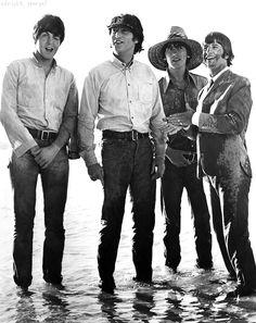 Paul McCartney, John Lennon, George Harrison, and Ringo Star. The Beatles. The Beatles Help, Beatles Love, Les Beatles, Beatles Photos, Hello Beatles, Beatles Poster, Liverpool, Photo Souvenir, Love Me Do