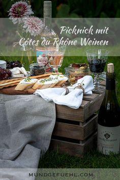 Welcher Wein eignet sich besonders für ein gemütliches Picknick? Weiß, rot oder rosé? Mit den tollen Sommerweinen der Côtes du Rhône genießen wir die Zeit im Grünen. #cotesdurhone #rhoneweine #picknickmitcotesdurhone #picknick #picknickideen #wein #sommer #mundgefuehl