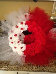how to make the easiest canada day wreath , crafts, how to, wreaths Wreath Crafts, Diy Wreath, Diy Crafts, Rag Wreaths, Ribbon Wreaths, Wreath Ideas, Patriotic Wreath, Patriotic Crafts, 4th Of July Wreath