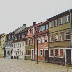 Häuserreihe am neu gestalteten Platz rund um das Zeughaus in Schweinfurt - http://www.schweinfurt360.de/  #Historisch #Zeughaus #Platz
