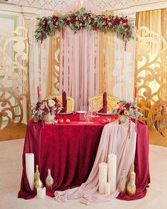 Особенно изящно и ярко выглядит свадьба в красном цвете от @floraeventstudio…