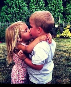 Kissing cousins. Cute Baby Couple, Cute Baby Boy, Cute Boys, Cute Babies, Twin Babies Pictures, Cute Baby Girl Pictures, Realistic Face Drawing, Boys Girl Friend, Kids Kiss