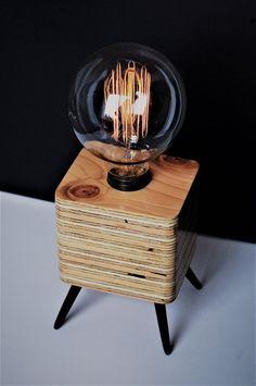 Table Lamp Wood, Bedside Table Lamps, Cool Lamps, Unique Lamps, Into The Woods, Vintage Stil, Retro Vintage, Pallet Walls, Pallet Tv