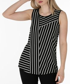 Comfortable and easy to wear this stripe print sleeveless top with side slits and a simple A-line silhouette will add a graphic punch to your look. Easy to style wi Blouse Pattern Free, Blazer Pattern, Blouse Patterns, Blouse Designs, Kurta Neck Design, Diy Mode, Dressy Tops, Stripe Print, Striped Dress