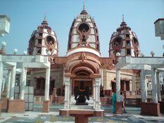 ISKCON Temple en New Delhi, Delhi is also one of the largest temples.
