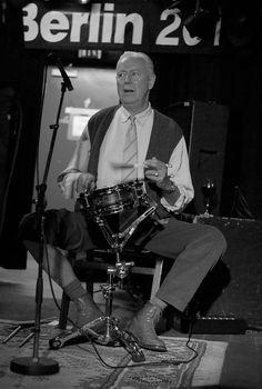 #JFB50 Am 7. November 1970 trat Han Bennink zusammen mit Alexander von Schlippenbach als Mitglied des Globe Unity Orchestra bei den Berliner Jazztagen auf. Insgesamt war Han Bennink 11 Mal beim Jazzfest Berlin zu Gast, zuletzt stand er 2012 gemeinsam mit Aki Takase auf der Festivalbühne. Das Foto stammt aus dem Jahr 2010 (c) Sergei Gavrylov