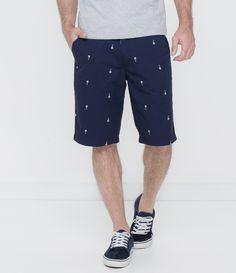 Bermuda masculina      Estampada      Com amarração na cintura      Marca: Blue Steel      Tecido: sarja      Composição: 100% algodão    Modelo veste tamanho: 42          Veja mais opções de   bermudas masculinas.