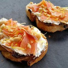 Tartine de fromage frais et saumon fumé