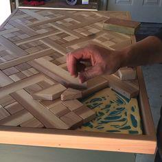 Steps to make this beautiful DIY Wood Mosaic Table Top or Wall Art using cedar. Geometric wood art idea… in 2020 Woodworking Projects Diy, Diy Wood Projects, Woodworking Plans, Unique Woodworking, Diy Crafts With Wood, Best Diy Projects, Woodworking Ideas Table, Mosaic Projects, Woodworking Machinery