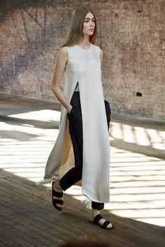 Paris Fashion Week Street Style Trends - Missguided The Row.The Row. News Fashion, New York Fashion, Look Fashion, Runway Fashion, High Fashion, Fashion Show, Womens Fashion, Fashion Trends, Minimal Fashion