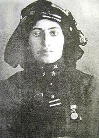 Kara Fatma.2 TEMMUZ1955 - Fatma Seher Erden (Kara Fatma), Kurtuluş Savaşı kahramanlarından, İstiklal Madalyası sahibi (d. 1888)