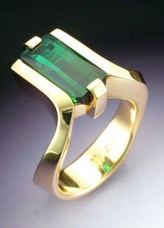 18k Gold Ring with Green Tourmaline | Metamorphosis