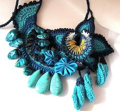The coolest necklace i've seen on pinterest yet.  I'm going to study this one!