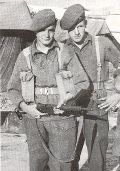 British soldiers with a mk 2 sten gun sten gun mk 2 type sub machine ...