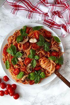 Easy Vegan and Gluten-free Mushroom Tomato Spaghetti! Click for full recipe!
