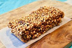 Je désirais créer des barres (ou carrés) inspirés des fameux carrés de Rice CrispiesMD de ma tante Cora que l'on peut trouver sur ce blogue ( mais plus santé et réduits en sucre. J'ai donc fait une… Healthy Baking, Healthy Snacks, Healthy Recipes, Quinoa Soufflé, Yogi Food, Granola Barre, Cheesecake Cupcakes, Yummy Food, Tasty
