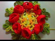SÓ A FLOR DE CROCHÊ QUE PODE SER APLICADAS EM TAPETES VAMOS APRENDER COM CRISTINA COELHO ALVES YouTube Crochet Flower Tutorial, Diy Crochet, Crochet Shawl, Crochet Flowers, D Flowers, Crochet Videos, Crochet Projects, Christmas Wreaths, Diy And Crafts
