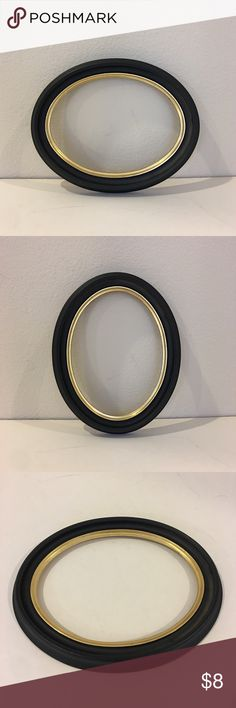 Solid wood oval frame, made in Finland Solid wood oval frame, made in Finland. Black matte with gold interior rim.  Please ask questions prior to purchase. Other