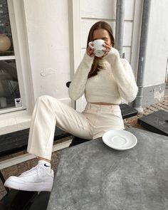 Image about girl in MODA🌹 by Arabic Fantasy on We Heart It Fashion 2020, Look Fashion, Womens Fashion, Fashion Trends, Jeans Fashion, College Fashion, Grunge Fashion, French Fashion, Fashion Styles