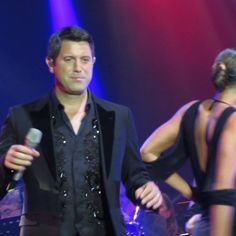 We all love a bit of Sebby Shaking! Thanks again Karin Helfrich McLeer #sebdivo #sifcofficial #ildivofansforcharity #sebastien #izambard #sebastienizambard #ildivo #ildivoofficial #ildivoamorypasion #sebontour #ildivotour #singer #band #musician #music #concert #composer #producer #artist #french #france #instamusic #amazingmusic #amazingvoice #greatvoice