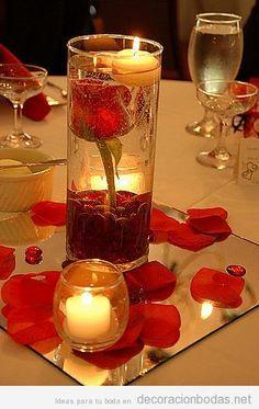 Centro de mesa con rosa dentro de jarrón de agua, DIY