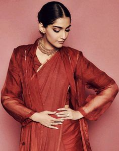 Sonam kapoor Bollywood Celebrities, Bollywood Actress, Blouse Styles, Blouse Designs, Sonam Kapoor Saree, Aghori Shiva, Indian Outfits, Most Beautiful, Balloons