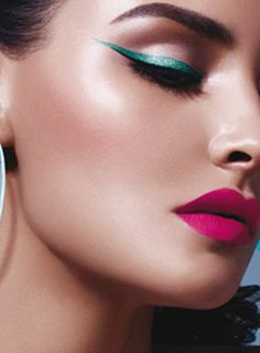 double eyeliner teal blue and black with bright pink lips