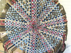 Wagon Wheel Rug Weaving Instructions By Lewoodhandwovens 10 00 Rosie Weaves These Rugs Regularly As Well More Traditional Ones So I Tru