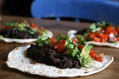 Vegan Black Bean Tacos Black Bean Tacos, Black Beans, Vegan Recipes, Vegetarian, Cooking, Ethnic Recipes, Kitchen, Food, Vegane Rezepte