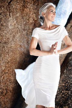A francesa Yasmina Rossi está revolucionando a indústria da moda, enquanto ao mesmo tempo capacita mulheres em toda parte.    Aos 59 anos, começou sua carreira como modelo quando estava no final dos 20 anos, um momento em que a maioria dos profiss...