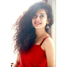 """Mithila Palkar rose to prominence in March 2016 with her version of the """"cup song"""" which was inspired from Anna Kendrick's cup song from Pitch Perfect. Girl Photo Poses, Girl Photography Poses, Girl Poses, Stylish Girl Images, Stylish Girl Pic, Beauty Full Girl, Beauty Women, Mithila Palkar, Indian Photoshoot"""