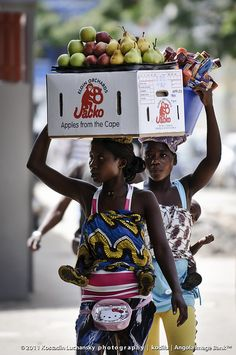 Working mothers . Luanda, Angola