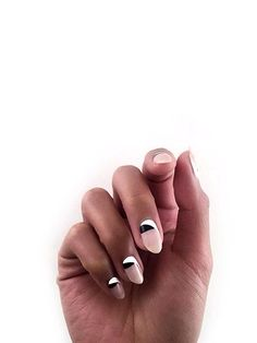 Beautiful nail art designs that are just too cute to resist. It's time to try out something new with your nail art. Chic Nail Art, Chic Nails, Stylish Nails, Trendy Nails, Minimalist Nails, Nail Art Blanc, Nail Art Designs, Nail Design Spring, Modern Nails