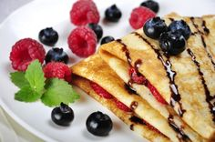 Crepes When in France. simple tastes that are found in most French family homes are the ones that make the real difference via Crepes, Blueberry Chocolate, Fine Wine, Egg Recipes, Bon Appetit, Pancakes, Raspberry, Gem, Food And Drink