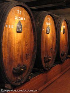 Barriles de vino en Alsacia, la ruta del vino en Francia