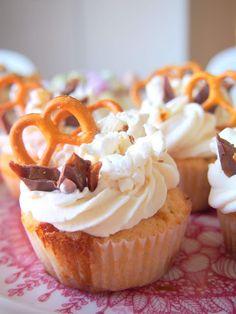 #muffinssit   Popcorn-kinuskimuffinssit Popcorn, Desserts, Food, Tailgate Desserts, Deserts, Eten, Air Popped Popcorn, Postres, Dessert