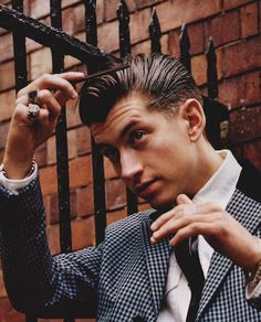 Always got to blog some Arctic Monkeys stuff otherwise it aint my tumblr :P