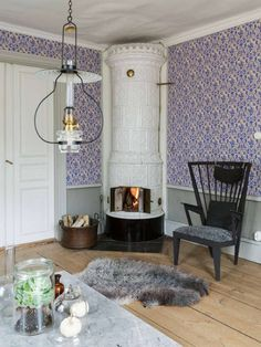 Fireplace Taste's house - Lilly is Love Scandinavian Cottage, Scandinavian Interior, Swedish House, Swedish Cottage, Small Fireplace, Cottage Interiors, Decoration, Home Furniture, Sweet Home