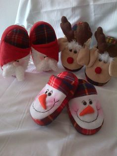 Christmas Clay, Felted Slippers, Crochet Diagram, Ciabatta, Xmas Crafts, Womens Slippers, Doll Clothes, Baby Shoes, Fashion Accessories