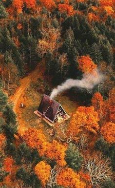 Discovered by dream me the world. Find images and videos about photography, perfect and nature on We Heart It - the app to get lost in what you love. Autumn Scenery, Autumn Aesthetic, Autumn Photography, Photography Jobs, Cabins In The Woods, Autumn Inspiration, Belle Photo, Beautiful Places, Places To Visit