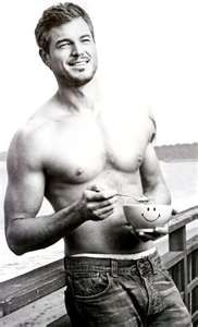 Eric Dane - only he can make a shower more appealing than a bath.