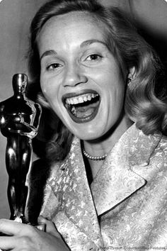 Eva Marie Saint, wins the Oscar for 'On the Waterfront', 1954 Old Hollywood Glamour, Hollywood Actor, Vintage Hollywood, Hollywood Actresses, Actors & Actresses, Classic Hollywood, Academy Award Winners, Oscar Winners, Academy Awards