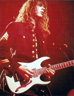 paul gilbert Guitar Tips, Guitar Lessons, Paul Gilbert, Dream Theater, Mr Big, Hard Rock, Heavy Metal, Guitar Players, Rockers